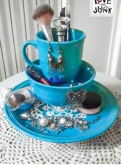 I do believe that I have quite a bit of extra fiestaware to make one of these for my vanity!!