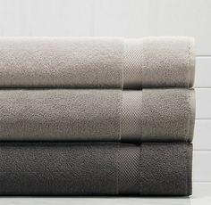Folded towels Modern Small Bathrooms, Modern Bathtub, Bathroom Design Small, Grey Bathrooms, Bathroom Gray, Master Bathroom, How To Fold Towels, Diy Bathroom Vanity, Turkish Towels