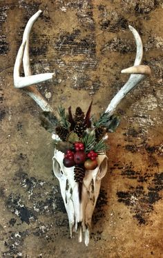 how to make a large reindeer head with pinecones - Google Search