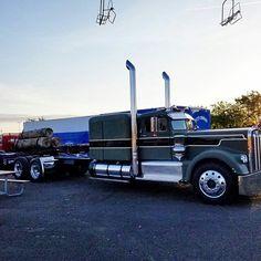 Kenworth wide hood, 925 or variation, has a Detroit. Big Rig Trucks, Semi Trucks, Cool Trucks, Antique Trucks, Vintage Trucks, Custom Big Rigs, Custom Trucks, Kenworth Trucks, Peterbilt 379
