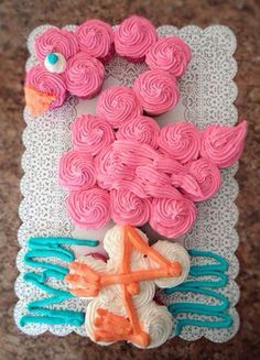 I love this Pink Flamingo Party Cake! Get the BEST Birthday Pull Apart Cupcake C… I love this Pink Flamingo Party Cake! Get the BEST Birthday Pull Apart Cupcake Cakes. Simple creative cake inspiration for a birthday party celebration. Flamingo Cupcakes, Baby Rattle Cupcakes, Baby Shower Cupcake Cake, Pink Flamingo Party, Pink Flamingos, Shower Cakes, Cupcake Cakes, Sushi Cupcakes, Pineapple Cupcakes