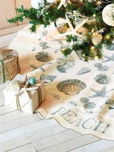 Vicky's Home: Navidad costera/ A Coastal Christmas Beach Christmas Trees, Coastal Christmas Decor, Nautical Christmas, Holiday Tree, Coastal Decor, Holiday Gifts, Christmas Holidays, Christmas Crafts, Christmas Decorations