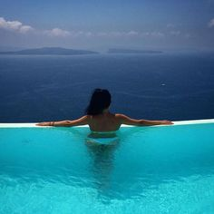 Dreaming of a life... #AndronisExclusive #Santorini Photo credits: @amandanemo