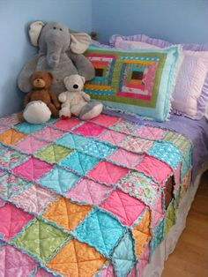 For Christmas I made my 3 year old  daughter a rag quilt for her bed.  And in my very imperfect fashion, I left it a little late.  Like, ...