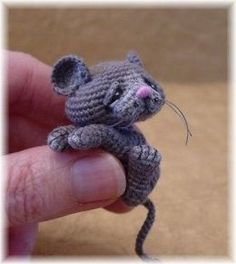 green dragonfly tiny crochet mouse | ... like a pain to crochet though, tiny thread -.-' --Crochet amigurumi