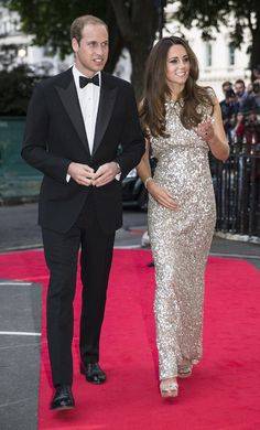 Kate Middleton Photos - Prince William, Duke of Cambridge and Catherine, Duchess of Cambridge attend The Tusk Conservation Awards at The Royal Society on September 2013 in London, England. - Kate Middleton Hits the Red Carpet in Style Kate Middleton Et William, Looks Kate Middleton, Kate Middleton Dress, Kate Middleton Fashion, Jenny Packham, Estilo Real, Princess Kate, Duke And Duchess, Duchess Of Cambridge