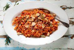 8 nagyon finom csirkés tészta 30 percen belül | NOSALTY Fusilli, Fried Rice, Food Pictures, Love Food, Risotto, Bacon, Yummy Food, Pasta, Ethnic Recipes