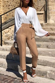 How to become a street wear model? – Just Trendy Girls Autumn Look, Outfit Chic, Beige Outfit, Tan Pants Outfit, Winter Fashion Outfits, Fashion Week, Summer Outfits, Summer Shorts, Fashion Clothes