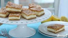 These Lemon Cream Cheese Bars are beyond delicious and the tangy, zesty flavour is fresh and makes for the perfect dessert. You won't be disappointed. Lemon Cream Cheese Bars, Cream Cheese Crescent Rolls, Low Fat Cream Cheese, Lemon Bars, Lemon Lush, Cream Cheeses, Lemon Dessert Recipes, Köstliche Desserts, Lemon Recipes