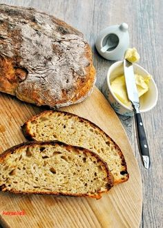 Brot selber backen. Hier kommt ein Rezept für ein saftiges Kartoffel-Dinkelbrot. Die erste Stulle wird gleich mit Butter gegessen!