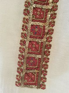 *etnobiblioteca*: Muzeul Satului - Un veac de frumusețe Folk Embroidery, Floral Embroidery, Embroidery Patterns, Cross Stitch Patterns, Latest Embroidery Designs, Palestinian Embroidery, Lacemaking, Embroidery For Beginners, Diy Projects To Try