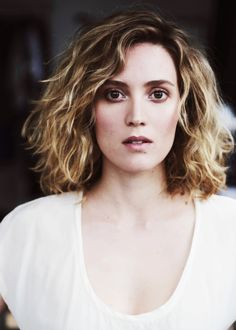 1a2168f2edce Evelyne Brochu. Such a charming, bilingual actress. (with cool hair)  Celebrity