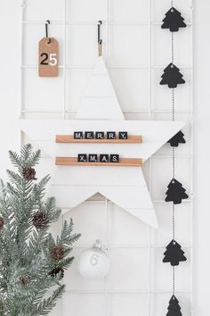 Make this beautiful DIY star message board for the Christmas season. Mix and match scrabble letters to create your own unique phrases!Make this DIY star message board to spread some Christmas cheer throughout the holiday season! You can even change u Diy Christmas Star, Nordic Christmas, Christmas Holidays, Christmas Crafts, White Christmas, Diy Christmas Room Decor, Diy Christmas Baubles, Simple Christmas, Scandinavian Christmas Decorations