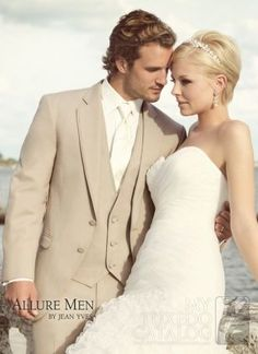 Looking for gorgeous wedding hairstyles for pixie cut? In this gallery you will find the best images of Wedding Hairstyles for Pixie Cuts that we have round Groom Tuxedo Wedding, Beach Wedding Groom, Wedding Men, Wedding Suits, Wedding Attire, Wedding Dresses, Wedding Dinner, Beige Wedding, Wedding Tuxedos