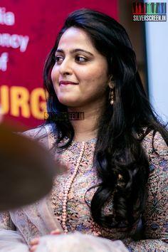 Anushka Shetty at Kanika Dhillon's The Dance of Durga Book Launch – Silverscreen. Bollywood Actress Hot Photos, Bollywood Girls, Actress Photos, Anushka Latest Photos, Anushka Photos, Beauty Full Girl, Beauty Women, Real Beauty, Anushka Shetty Saree