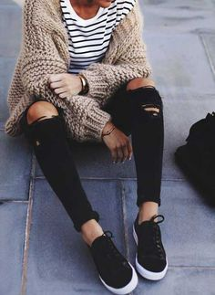 chunky knit cardigan, striped top, ripped skinnies, black sneakers street style Stylish and unique outfits fit to please Looks Street Style, Looks Style, Looks Cool, My Style, Style Pic, Street Style Edgy, Trendy Style, Simple Style, Fashion Mode
