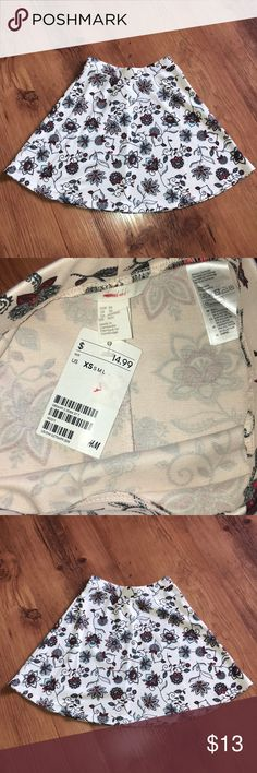 🛍NWT H&M Cream floral skater skirt Brand new with tags H&M Skirts