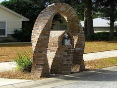 Brick Mailboxes - Each country have uniqueness. For the example in Mailbox Design. In western, one of unique design of mailbox is Brick Mailboxes Ideas Mailbox Stand, Mailbox Post, Mailbox Ideas, Mailbox Designs, Cast Stone, Brick And Stone, Entryway Mirror With Hooks, Stone Mailbox, Unique Mailboxes