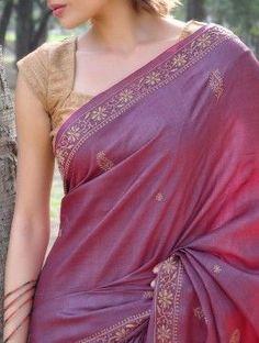 Beautiful silk saree with a stunning blouse Saree Blouse Neck Designs, Saree Blouse Patterns, Bridal Blouse Designs, Dress Designs, Purple Saree, Gold Silk Saree, Silk Brocade, Simple Sarees, Saree Look