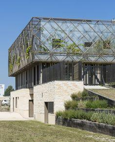 Les Trois Mondes School Group / Joly&Loiret