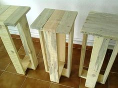 Recycled pallet stools more pallet stool, pallet bar stools, diy ba Pallet Bar Stools, Pallet Stool, Diy Bar Stools, Pallet Furniture, Wood Stool, Pallet Crafts, Diy Pallet Projects, Wood Projects, Woodworking Projects