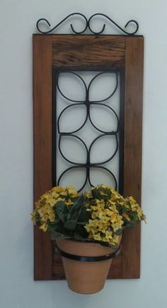 Porta planta de madeira de demolição e ferro. Muito decorativo. #plantasdecorativas
