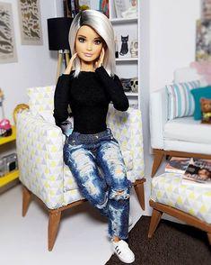 Barbieswall added a new photo. Sewing Barbie Clothes, Barbie Sewing Patterns, Covet Fashion, Barbie Tumblr, Custom Barbie, Barbie Fashionista Dolls, Barbie Birthday, Beautiful Barbie Dolls, Bob Mackie