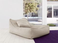 This chair looks so comfortable... #LoungeChairFloat by #PaolaLenti www.goachi.com