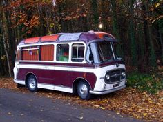 I've always wanted to buy a bus and turn it into a motorhome and customize it and go wherever I want. Vw Bus, Bus Camper, Vintage Rv, Vintage Trailers, Mercedes Vario, Mercedes Camper, Classic Trucks, Classic Cars, Bedford Buses
