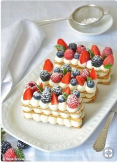 Mille-feuille with red fruits Mille-feuille mit roten Früc .- Mille-feuille aux fruits rouges Mille-feuille mit roten Früchten Mille-feuille with red fruits or mille-feuille mit roten Früchten Rezept - French Patisserie, Patisserie Design, Number Cakes, French Desserts, French Dessert Recipes, French Recipes, Pastry Shop, French Pastries, Mini Pastries