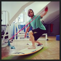 Functional Surf Training: exercise of the week to improve your backhand bottom turn Surf Training, Improve Yourself, Surfing, Basketball Court, Exercise, Healthy, Sports, Ejercicio, Hs Sports