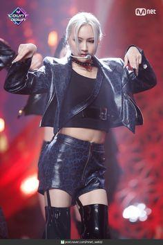 South Korean Girls, Korean Girl Groups, Lee Si Yeon, Metal Girl, Girl Bands, Pop Group, Kpop Girls, Dream Catcher, Goth