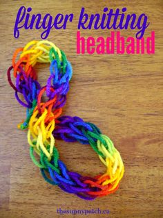 Make a simple finger knitting headband with your kids - very easy craft project for kids. projects for kids Finger Knitting Headband — Happy Homeschool Nest ~ Balancing Home & Homeschool Arm Knitting, Knitting For Kids, Knitting For Beginners, Knitting Patterns, Scarf Patterns, Knitting Machine, Craft Projects For Kids, Fun Activities For Kids, Easy Crafts For Kids