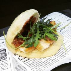 "Xef Dann on Instagram: ""Bao de panceta Ibérica a baja temperatura con salsa de grosella y rúcula.  www.txuptxup.com  #bao #panceta #pancetaiberica #grosella…"" Bao, Hamburger, Ethnic Recipes, Instagram, Sauces, Burgers"