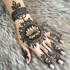 If you love the bold color of henna and want to flaunt it in your hands, then the reverse negative space Mehndi design is the best one for Henna Hand Designs, Wedding Mehndi Designs, Beautiful Henna Designs, Mehndi Designs For Hands, Tattoo Designs For Girls, Henna Tattoo Designs, Mehandi Designs, Wedding Henna, Hand Mehndi