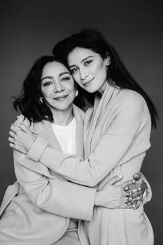 Photography Portrait Ideas Projects Family Photos Ideas For 2019 Mother Daughter Pictures, Mother Photos, Mother Daughter Fashion, Father Daughter Tattoos, Mother Daughters, Tattoos For Daughters, Daddy Daughter, Mother Son, Studio Family Portraits