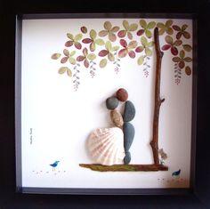 Ein einzigartiges Hochzeitsgeschenk, Engagement-Geschenk, personalisiert paar Geschenk, Hochzeitsgeschenk, Liebe Geschenke, Braut und Bräutigam Geschenk, Weihnachtsgeschenk, Kiesel Art zu feiern und schätzen den besonderen Anlass; ein außergewöhnliches Geschenk, die für viele Jahre geschätzt werden wird.  ✿ Original Kiesel-Art mit einem Sinn für Romantik, Geheimnis und Magie. ✿ Kommt in 8 x 8 Zoll schwarz Shadow-Box-Stil-Rahmen, etwa 1,5 Zoll tief. Lieferumfang mit Glas. ✿ Kommt von mir…