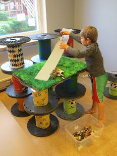 I love the combination of spools ramps and artificial turf.think about having a changing construction area on the veranda.this might b there for a few weeks or until I Teresa changes/wanes then change to some other kind of construction Reggio Inspired Classrooms, Reggio Classroom, Play Based Learning, Early Learning, Block Area, Block Center, Family Day Care, Construction For Kids, Block Play