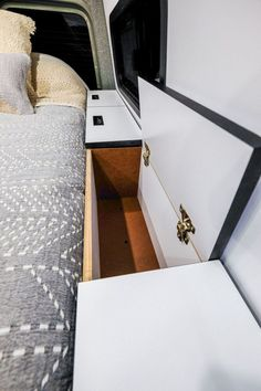 Customs Sprinter Camper Van Conversion Bed -Vanlife Customs Sprinter Camper Van Conversion Bed - Check out these 23 amazing van interiors for ideas on your next build! 30 RV Camper Does Van Life Remodel Inspire You Sprinter Van Conversion, Camper Van Conversion Diy, Van Conversion Bed Ideas, Van Conversion Cabinets, Kombi Home, Van Home, Van Living, Camper Life, Bus Life