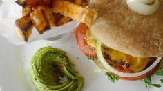 Hot Sunday burger with sweet potato fries Fried Potatoes, Sweet Potato, Hamburger, Fries, Sunday, Hot, Ethnic Recipes, French Fries Crisps, Chips