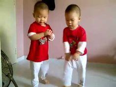 Twins Gangnam Style....sooooo cute!!!