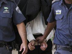 Полиция задержала еврея, разрисовавшего синагогу свастиками http://kleinburd.ru/news/policiya-zaderzhala-evreya-razrisovavshego-sinagogu-svastikami/  В четверг, 13 октября, полиция Иерусалима задержала 40-летнего мужчину по подозрению в вандализме. В полиции полагают, что задержанный во время Судного дня оставил граффити в виде свастики на стенах синагоги на улице Йоси Бен Йоэзер в Иерусалиме. Согласно имеющимся подозрениям, это был не первый акт вандализма со стороны задержанного. В…