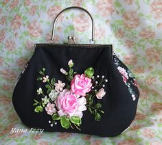 Ribbon Embroidery Flowers by Hand - Embroidery Patterns Embroidery Purse, Silk Ribbon Embroidery, Embroidery Patterns, Embroidery Stitches, Frame Purse, Ribbon Art, Vintage Purses, Purses And Handbags, Ideias Fashion