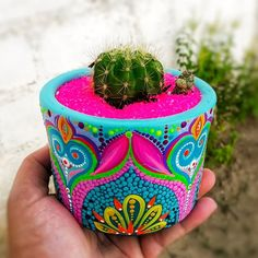 These Mandala and Zentangle Inspired Painted Clay Gardening Pots are So Cool! Not to Mention Inexpensive! I Cannot Wait to Try This Project! – Page 596234438149017911 – SkillOfKing. Painted Clay Pots, Painted Flower Pots, Diy Crafts For Kids, Arts And Crafts, Flower Pot Design, Clay Pot Crafts, Pottery Painting, Terracotta Pots, Bottle Art