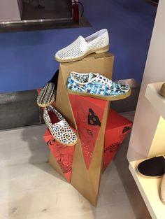 expositor calzado carton  tiendas diseño innovacion exhibitor shoes cardboard retail cartonlab design