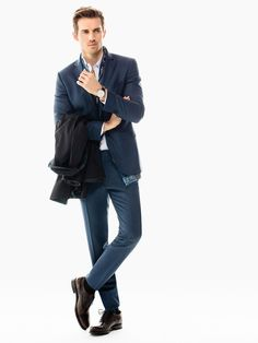 The most elegant styles at Massimo Dutti. Discover the latest fashion, shoes or accessories collections with Spring/Summer 17 trends for women, men & kids. B Fashion, High Fashion, Fashion Looks, Fashion Suits, Andrew Cooper, Wool Suit, Sport Casual, Office Outfits, Slim Fit