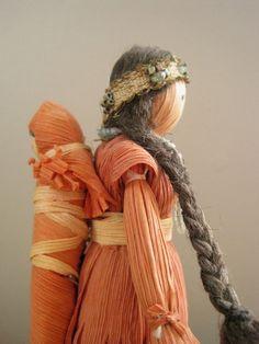 Vintage Native American Corn Husk Doll - Mother with Child. Native American Dolls, Native American Crafts, American Indians, Mabon, American Corn, Corn Husk Crafts, Corn Dolly, Corn Husk Dolls, Indian Dolls