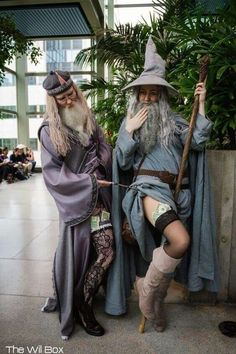 Dumbledore and Gandalf the Grey - COSPLAY IS BAEEE! Tap the pin now to grab yourself some BAE Cosplay leggings and shirts! From super hero fitness leggings, super hero fitness shirts, and so much more that wil make you say YASSS! Anime Cosplay, Deku Cosplay, Lolita Cosplay, Epic Cosplay, Amazing Cosplay, Funny Cosplay, Destiny Cosplay, Marvel Cosplay, Crazy Girls