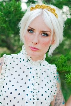http://www.indiejanephotography.com/2012/07/white-hair-how-to/
