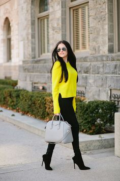 Yellow Sweater Outfit, Winter Sweater Outfits, Black Dress Outfits, Winter Sweaters, Cute Casual Outfits, Stylish Outfits, Winter Outfits, Fashion Outfits, Outfits Leggins
